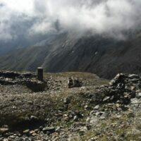 Reste der Bergstation einer Seilbahn