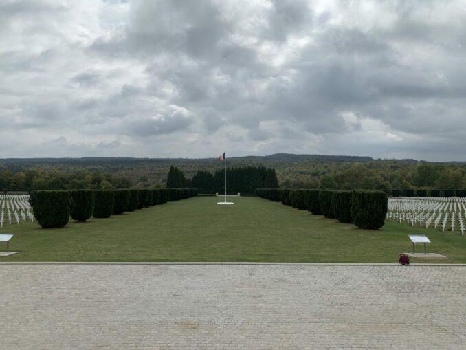 Beinhaus von Douaumont: Blick auf 16000 Gräber